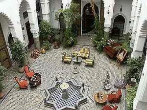 Representación del paraíso oriental, « villa riad », « dar riad », « kasbah riad », « hôtel riad ».
