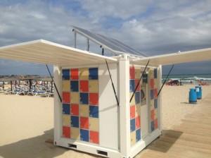 Chiringuitos del Sol instala taquillas solares en la Playa de La Glea