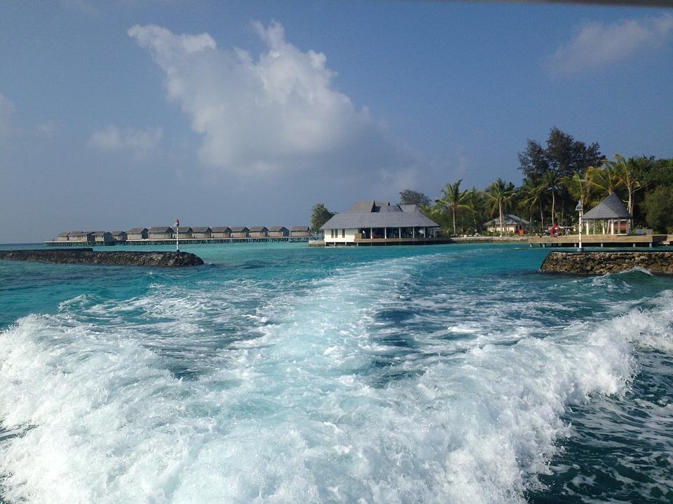 Los spots de surf más bonitos de las Maldivas