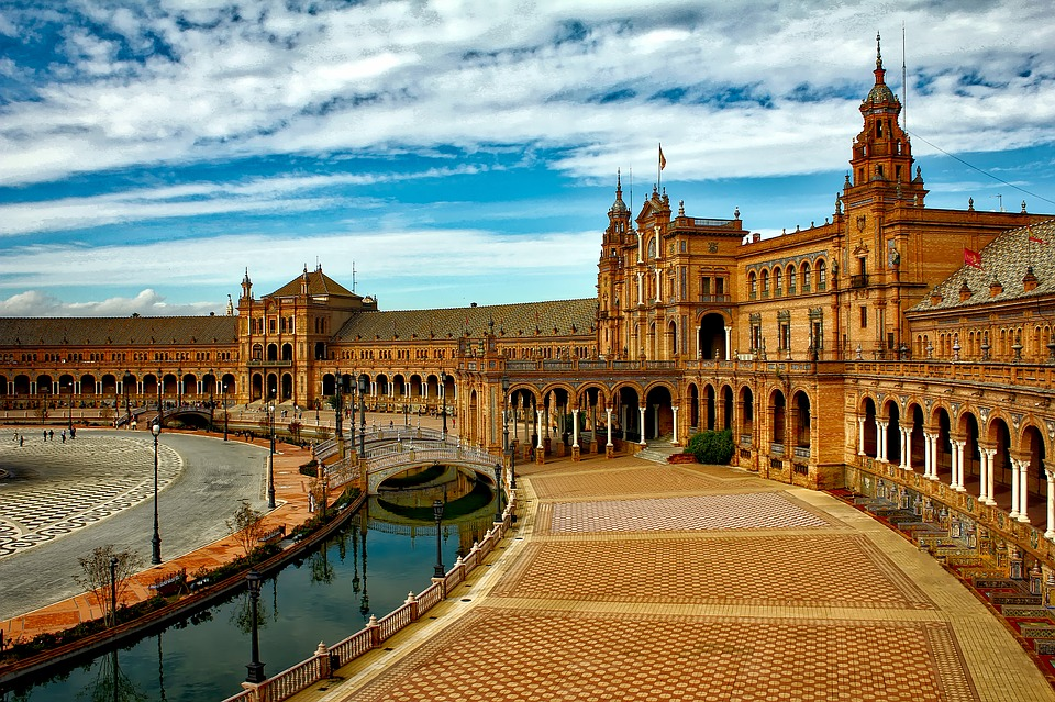 ¿Porque elegir un Free Tour en Sevilla o Córdoba en lugar de otro tipo de visita guiada?
