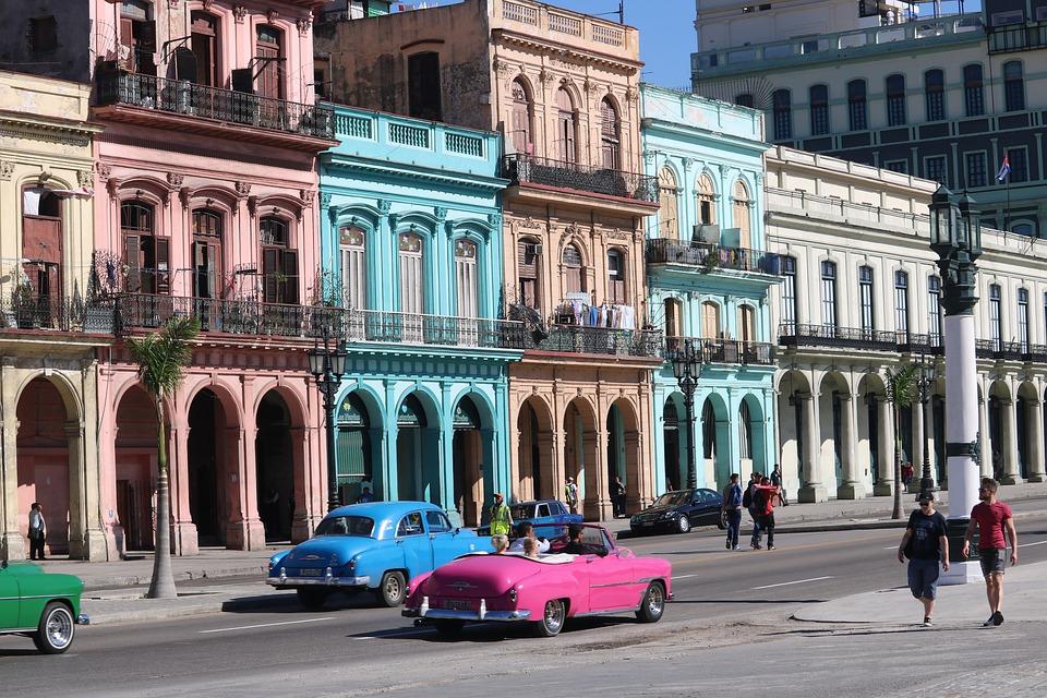 Viajar por Cuba en un coche americano